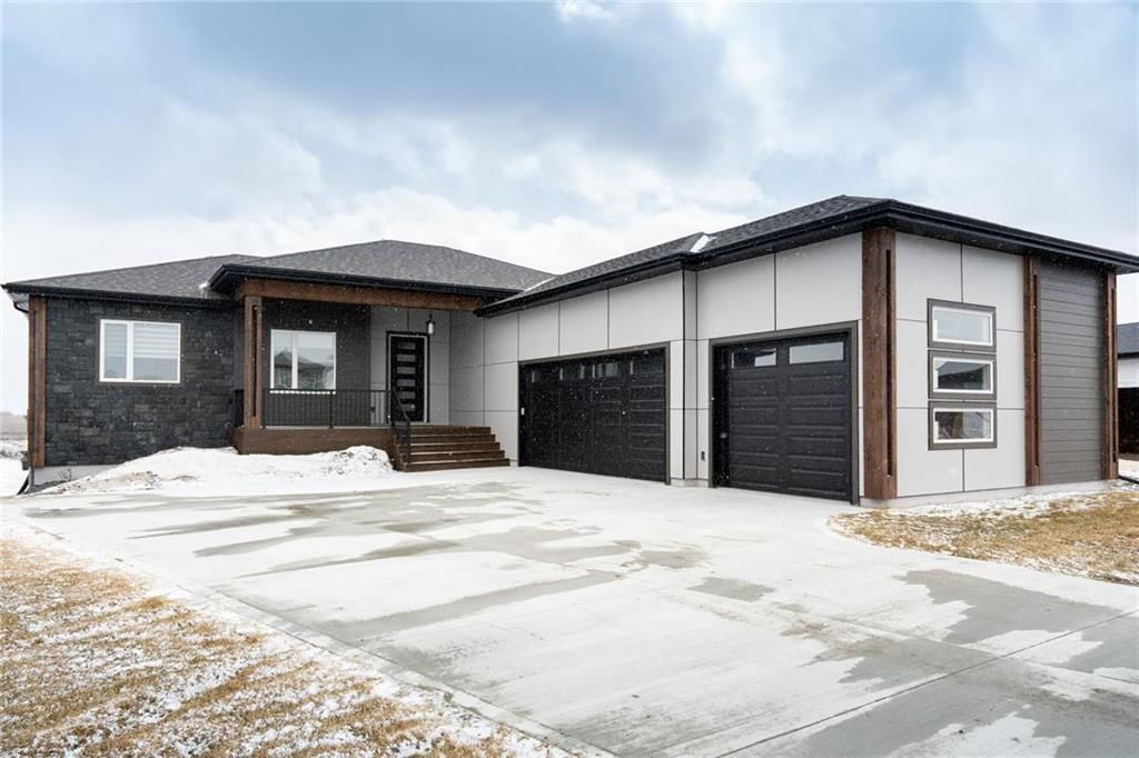 Main Photo: 35 Kendall Crescent in La Salle: RM of MacDonald Residential for sale (R08)  : MLS®# 202007596