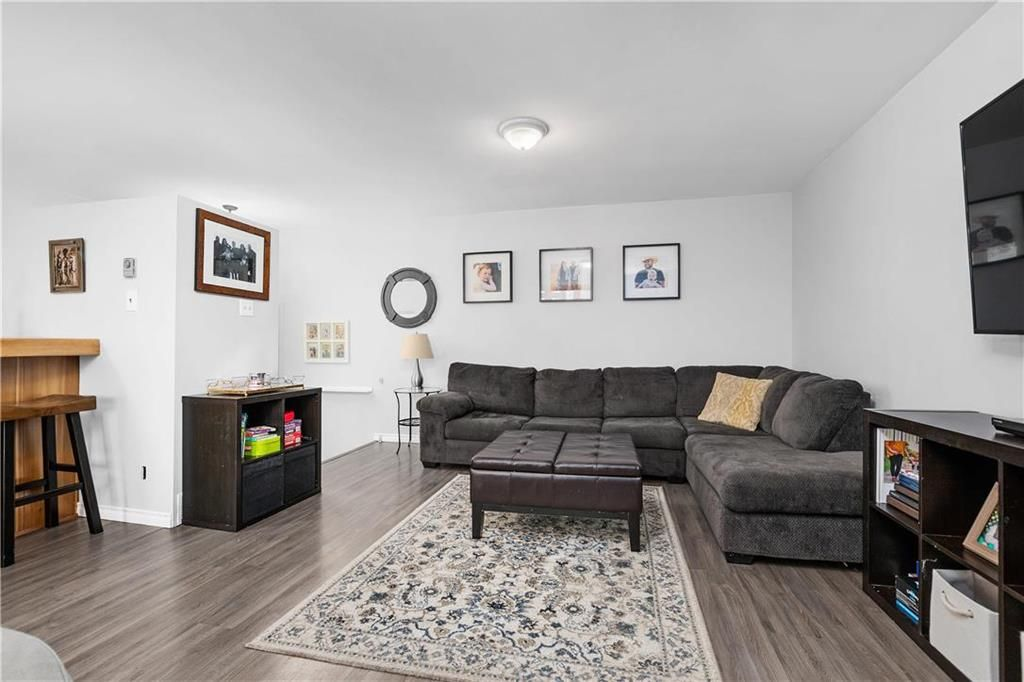 Photo 8: Photos: 145 Woodlawn Avenue in Winnipeg: Residential for sale (2C)  : MLS®# 202110539