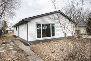 Photo 2: 899 Autumnwood Drive in Winnipeg: Windsor Park Residential for sale (2G)  : MLS®# 202105591