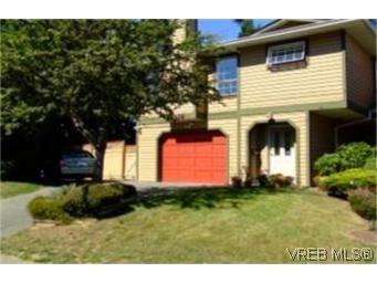 Main Photo: 1010 Colville Rd in VICTORIA: Es Old Esquimalt Half Duplex for sale (Esquimalt)  : MLS®# 482030