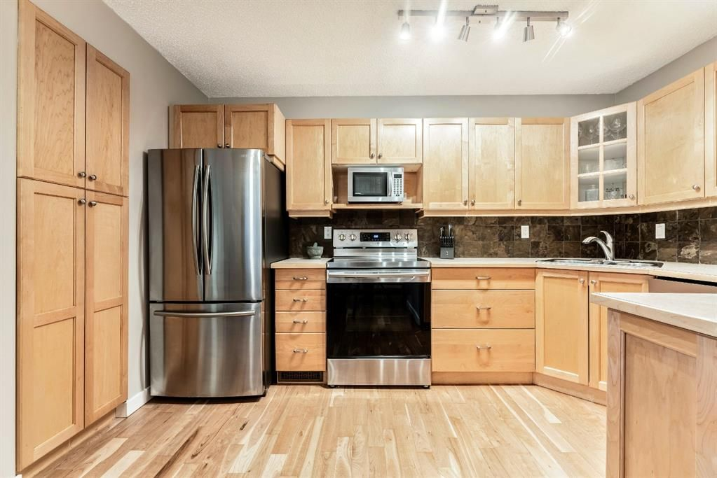 Photo 12: Photos: 2621C 1 Avenue NW in Calgary: West Hillhurst Row/Townhouse for sale : MLS®# A1111551