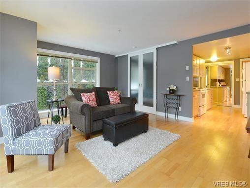 Photo 3: Photos: 201 1155 Yates St in VICTORIA: Vi Downtown Condo for sale (Victoria)  : MLS®# 750454