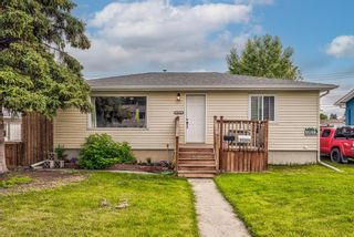 Photo 2: 8516 Bowness Road NW in Calgary: Bowness Detached for sale : MLS®# A1129149