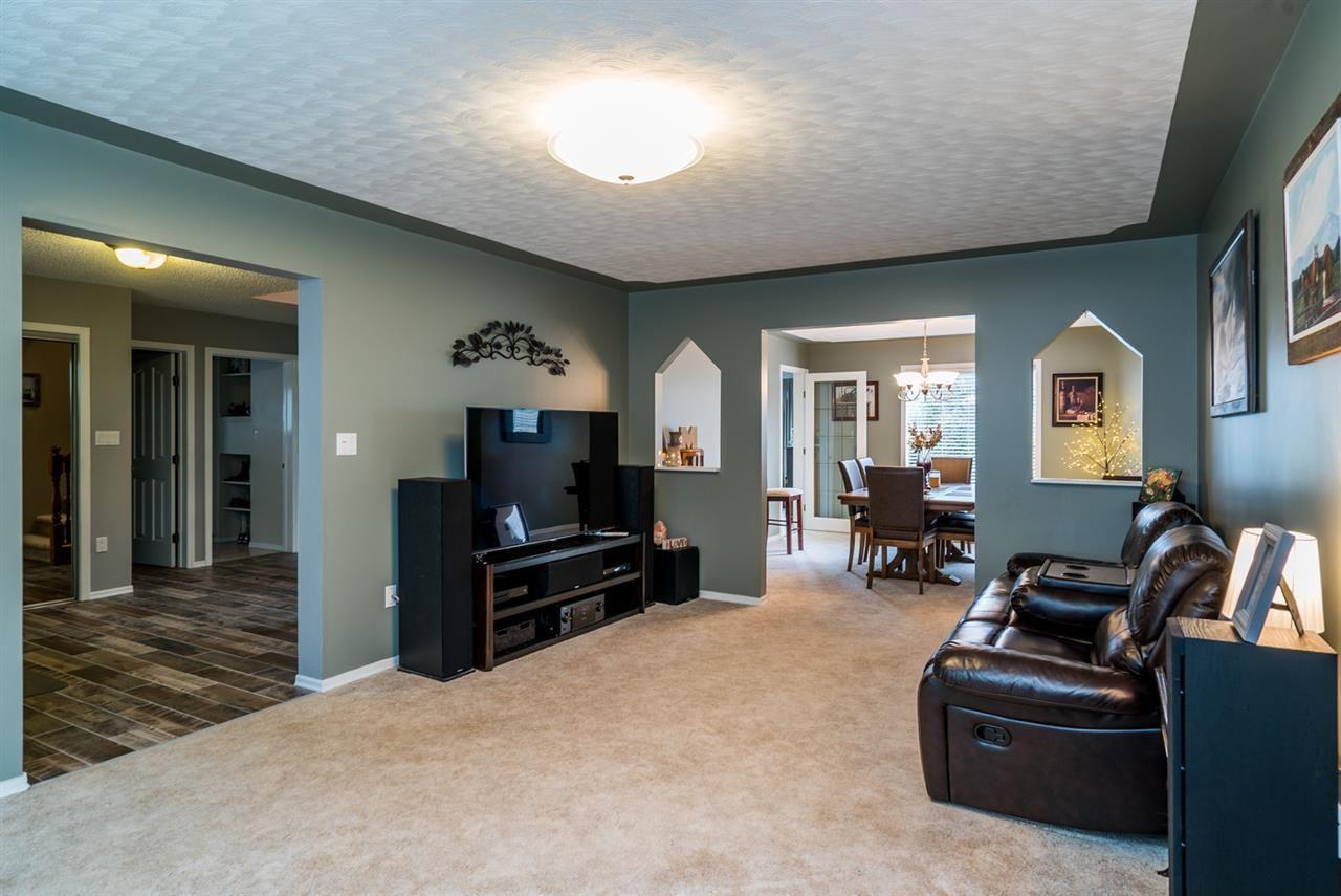 "Photo 5: Photos: 4753 NORTH MEADOW Road in Prince George: North Meadows House for sale in ""NORTH MEADOWS/NORTH NECHAKO"" (PG City North (Zone 73))  : MLS®# R2124109"