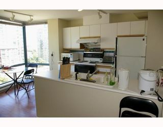 """Photo 4: 701 98 10TH Street in New_Westminster: Downtown NW Condo for sale in """"PLAZA POINTE"""" (New Westminster)  : MLS®# V774706"""