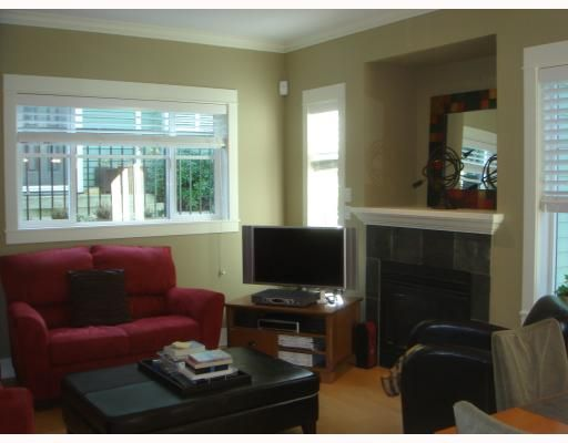 Main Photo: 158 W 14TH Avenue in Vancouver: Mount Pleasant VW Townhouse for sale (Vancouver West)  : MLS®# V756287