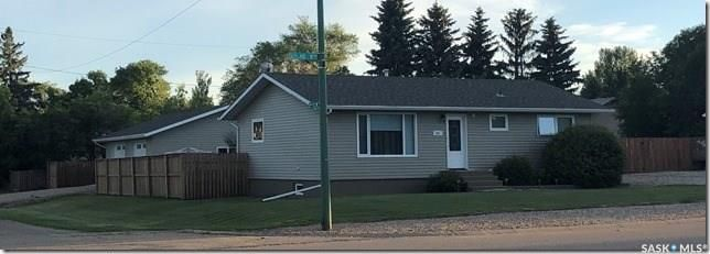 Main Photo: 301 6th Avenue West in Watrous: Residential for sale : MLS®# SK839266
