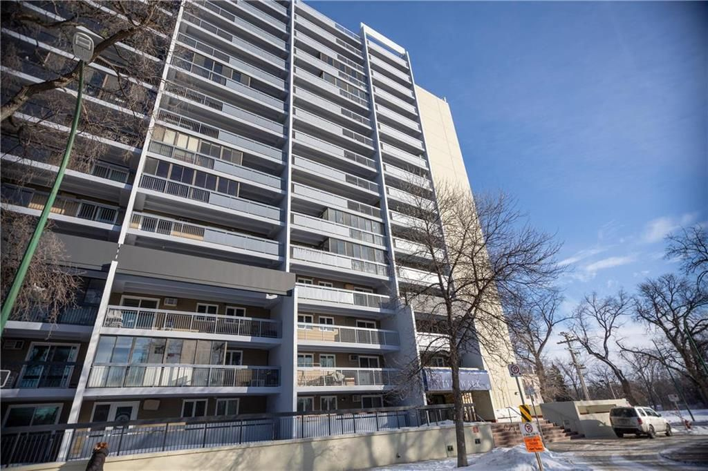 Main Photo: 1407 15 Kennedy Street in Winnipeg: Downtown Condominium for sale (9A)  : MLS®# 202100928