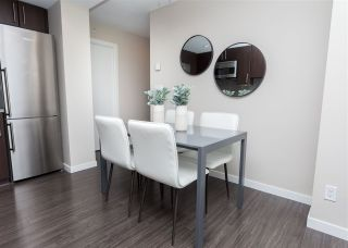 """Photo 7: 557 168 W 1ST Avenue in Vancouver: False Creek Condo for sale in """"WALL CENTRE FALSE CREEK WEST TOWER"""" (Vancouver West)  : MLS®# R2372215"""