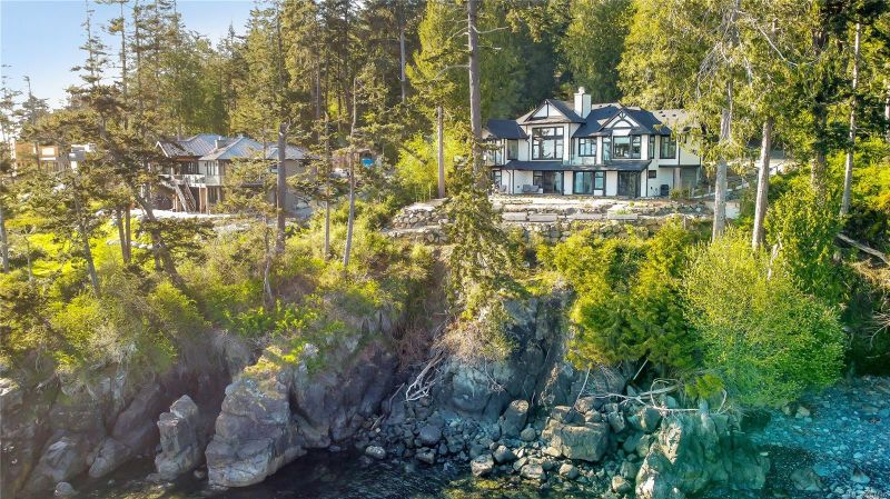 FEATURED LISTING: 2476 Lighthouse Pt