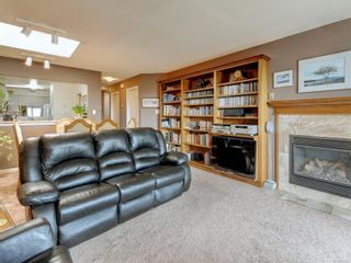 Photo 4: 6 1356 Slater St in : Vi Mayfair Row/Townhouse for sale (Victoria)  : MLS®# 884232