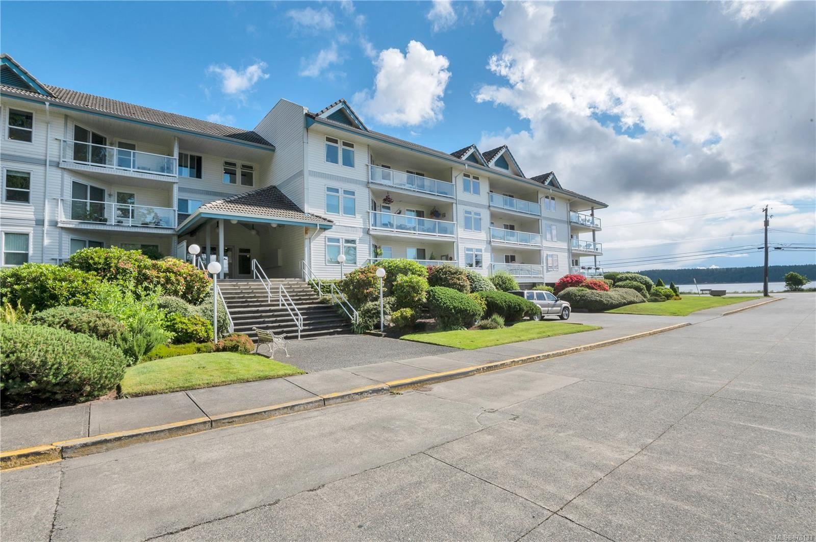 Main Photo: 105 390 S Island Hwy in : CR Campbell River South Condo for sale (Campbell River)  : MLS®# 878133
