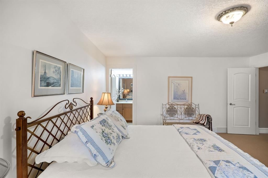 Photo 33: Photos: 15 Lynx Meadows Drive NW: Calgary Detached for sale : MLS®# A1139904