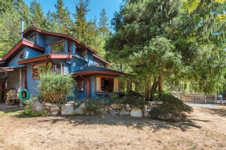 Main Photo: 910 Whaletown Rd in : Isl Cortes Island House for sale (Islands)  : MLS®# 883485