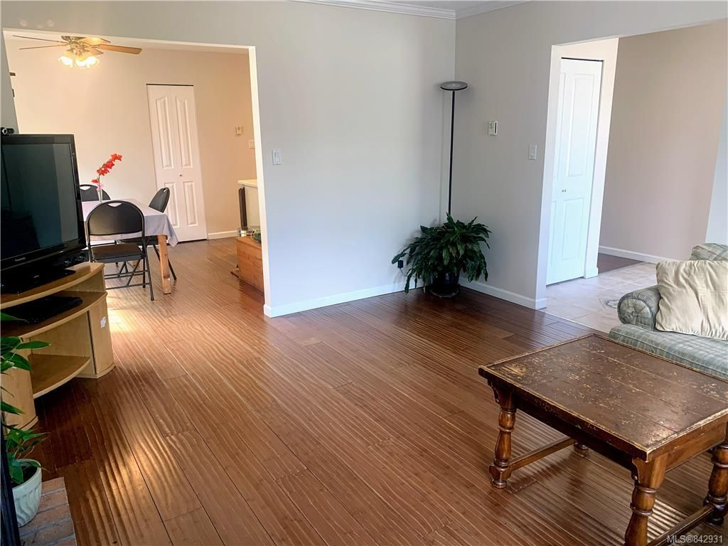 Photo 3: Photos: 2147 Weiler Ave in Sidney: Si Sidney South-West Half Duplex for sale : MLS®# 842931