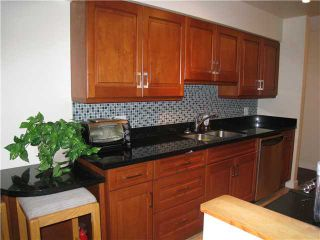 """Photo 10: 110 1424 WALNUT Street in Vancouver: Kitsilano Condo for sale in """"WALNUT PLACE"""" (Vancouver West)  : MLS®# V866925"""