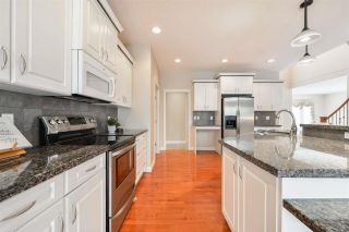 Photo 7: 1197 HOLLANDS Way in Edmonton: Zone 14 House for sale : MLS®# E4242698