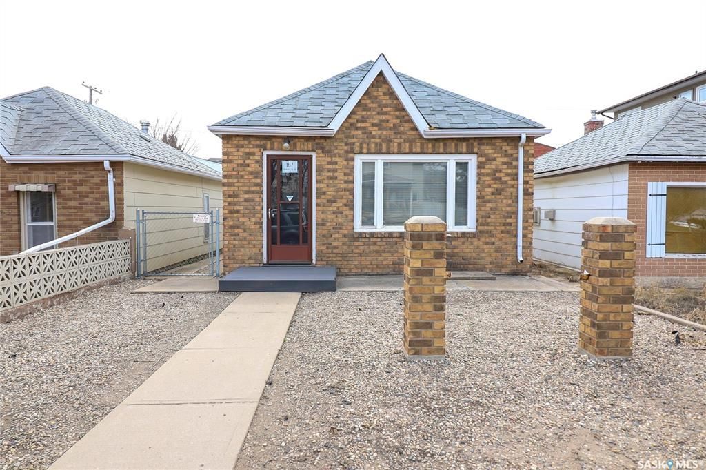 Main Photo: 167 Ominica Street West in Moose Jaw: Central MJ Commercial for sale : MLS®# SK849586