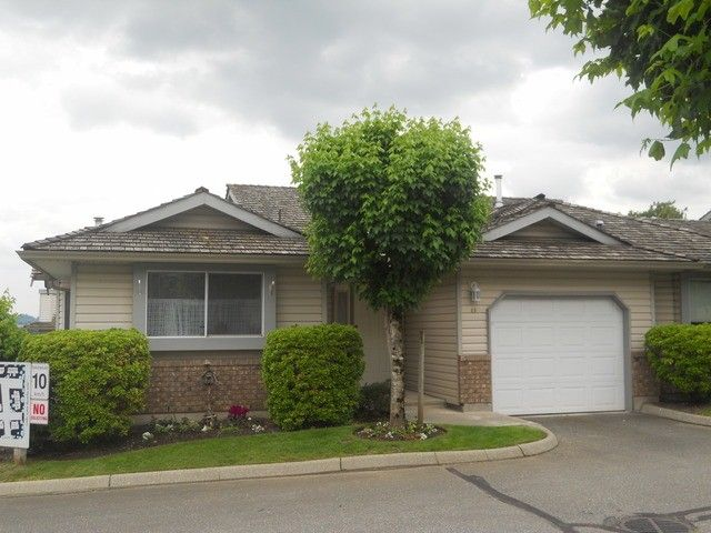 """Main Photo: 40 2023 WINFIELD Drive in Abbotsford: Abbotsford East Townhouse for sale in """"MEADOWVIEW"""" : MLS®# F1312180"""