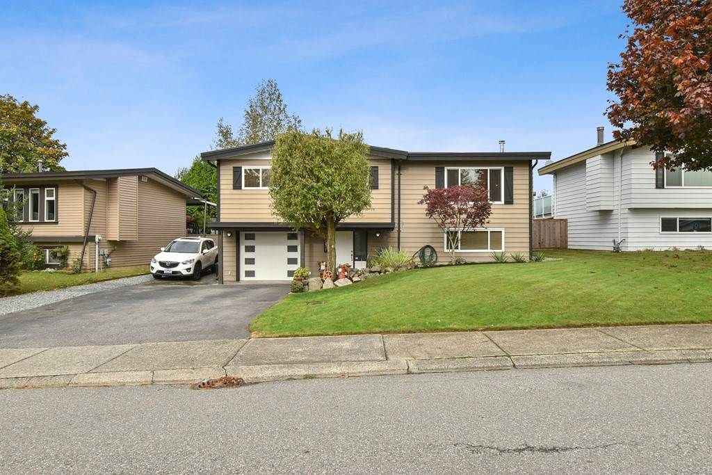 Photo 2: Photos: 31407 WINTON AVENUE in Abbotsford: Poplar House for sale : MLS®# R2510695