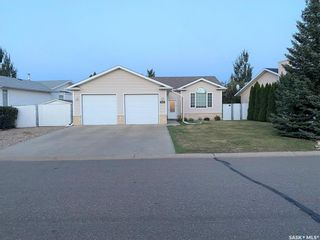 Photo 1: 122 Janet Drive in Battleford: Residential for sale : MLS®# SK870232