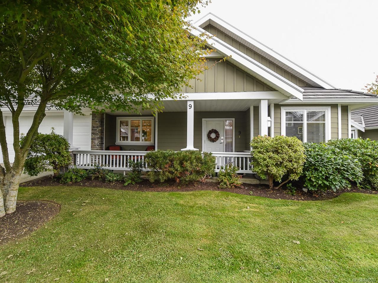 Main Photo: 9 737 ROYAL PLACE in COURTENAY: CV Crown Isle Row/Townhouse for sale (Comox Valley)  : MLS®# 826537