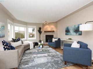 Photo 3: 2944 Robalee Pl in VICTORIA: La Goldstream Half Duplex for sale (Langford)  : MLS®# 810225