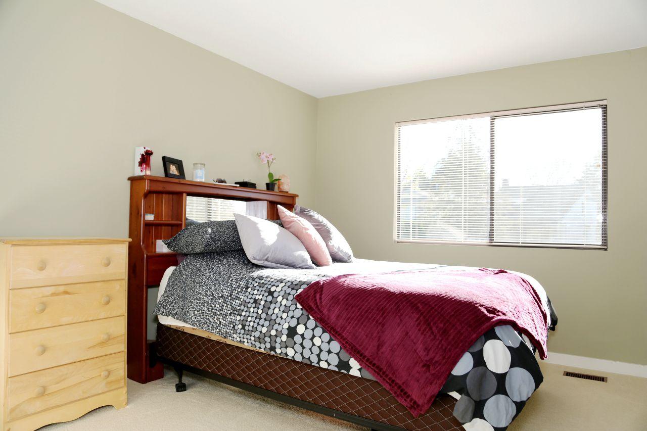 "Photo 10: Photos: 34907 GLENN MOUNTAIN Drive in Abbotsford: Abbotsford East House for sale in ""Glenn Mountain"" : MLS®# R2323820"