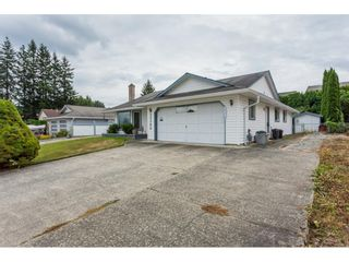 """Photo 3: 33304 MEADOWLANDS Avenue in Abbotsford: Central Abbotsford House for sale in """"Terry Fox School Area"""" : MLS®# R2397473"""