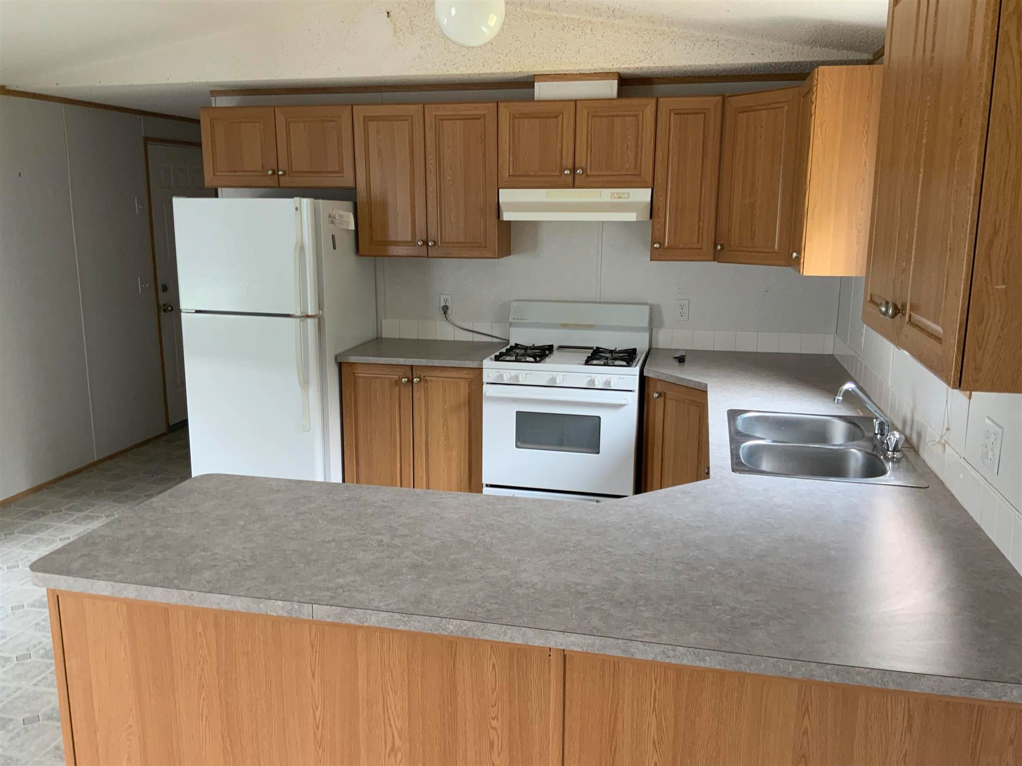 """Photo 3: Photos: 1206 GARCIA Road in Fort St. John: Fort St. John - Rural E 100th Manufactured Home for sale in """"GARCIA ROAD"""" (Fort St. John (Zone 60))  : MLS®# R2597287"""