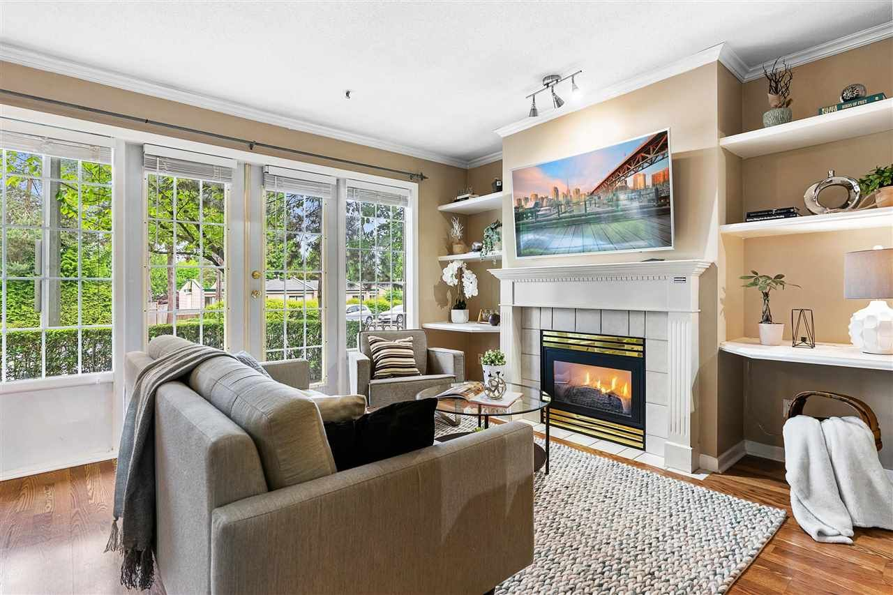 """Main Photo: 106 15258 105 Avenue in Surrey: Guildford Townhouse for sale in """"GEORGIAN GARDENS"""" (North Surrey)  : MLS®# R2586150"""