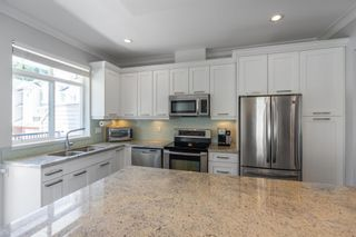 """Photo 5: 21 2925 KING GEORGE Boulevard in Surrey: Elgin Chantrell Townhouse for sale in """"Keystone"""" (South Surrey White Rock)  : MLS®# R2597652"""