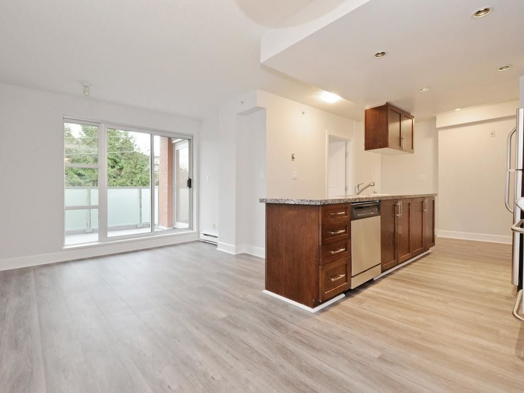 """Photo 3: Photos: 403 3811 HASTINGS Street in Burnaby: Vancouver Heights Condo for sale in """"MONDEO"""" (Burnaby North)  : MLS®# R2119090"""