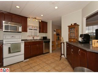 "Photo 5: 18 2303 CRANLEY Drive in Surrey: King George Corridor Manufactured Home for sale in ""SUNNYSIDE"" (South Surrey White Rock)  : MLS®# F1028956"