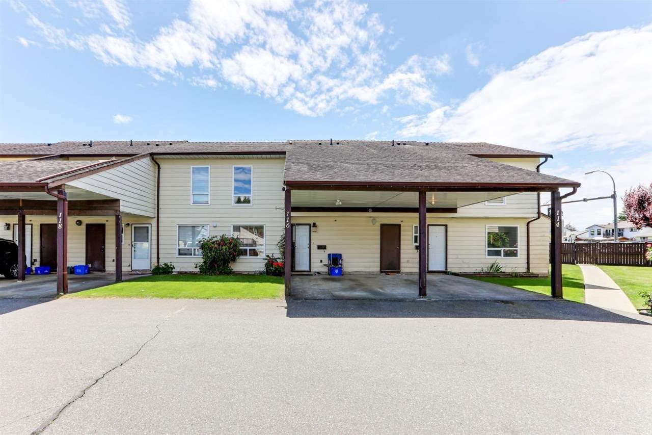 """Main Photo: 116 2844 273 Street in Langley: Aldergrove Langley Townhouse for sale in """"CHELSEA COURT"""" : MLS®# R2589589"""