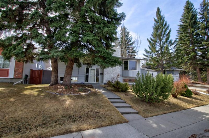 FEATURED LISTING: 1108 Lake Wapta Way Southeast Calgary