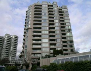 """Photo 1: 401 1065 QUAYSIDE Drive in New_Westminster: Quay Condo for sale in """"Quayside Tower 2"""" (New Westminster)  : MLS®# V643262"""