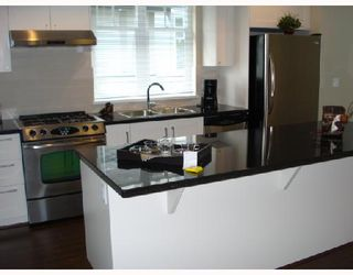 """Photo 5: 5601 WILLOW Street in Vancouver: Cambie Townhouse for sale in """"WILLOW"""" (Vancouver West)  : MLS®# V655470"""