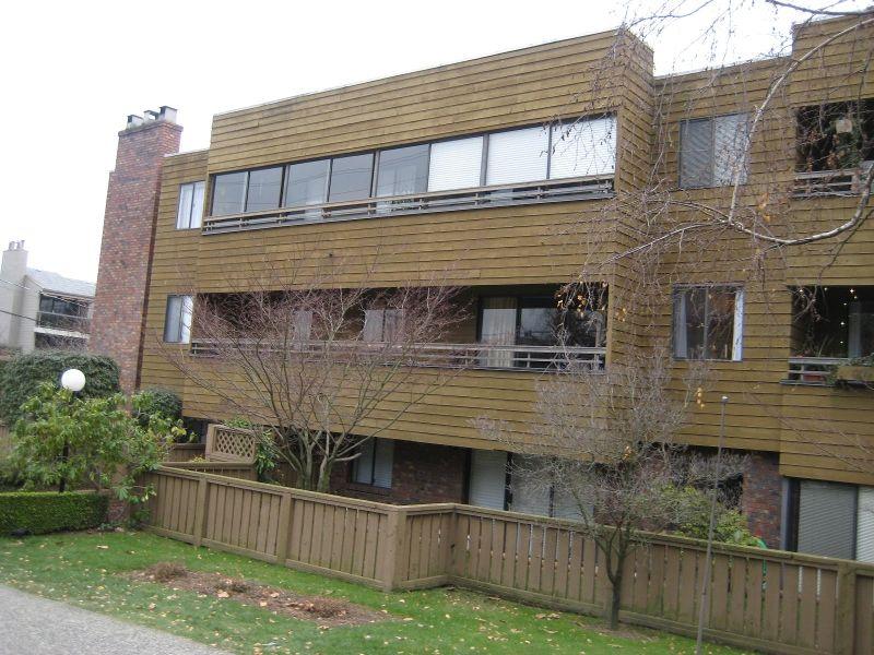 Main Photo: 107 2424 Cypress in Vancouver: Kitsilano Condo for sale (Vancouver West)