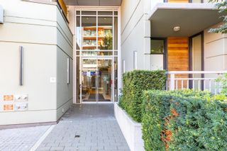 """Photo 2: 557 108 W 1ST Avenue in Vancouver: False Creek Condo for sale in """"WALL CENTRE"""" (Vancouver West)  : MLS®# R2614922"""