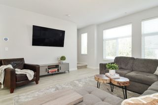 """Photo 4: 44 8371 202B Street in Langley: Willoughby Heights Townhouse for sale in """"Kensington Lofts"""" : MLS®# R2606298"""