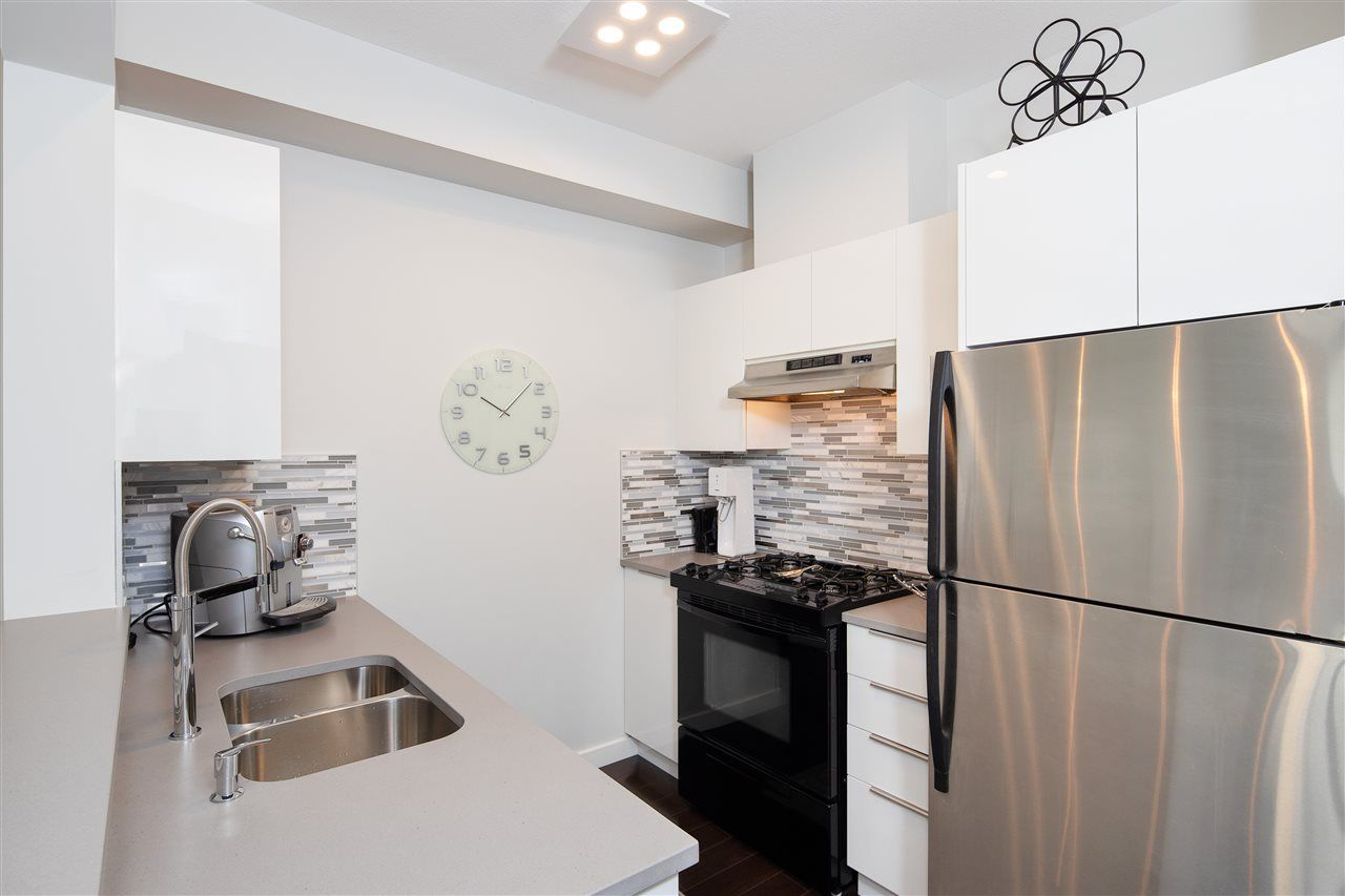 """Photo 8: Photos: 304 2175 SALAL Drive in Vancouver: Kitsilano Condo for sale in """"SAVONA"""" (Vancouver West)  : MLS®# R2460971"""
