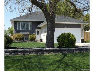 Photo 2: 676 Community Row in WINNIPEG: Charleswood Residential for sale (South Winnipeg)  : MLS®# 1513741