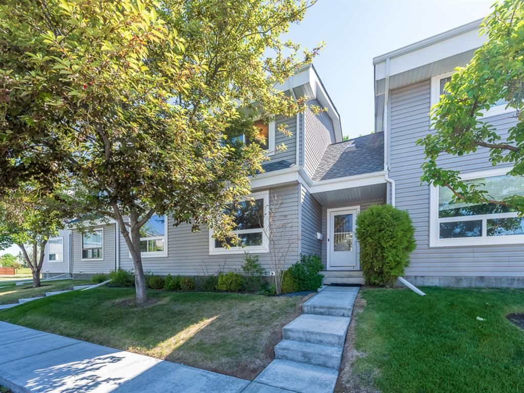 Main Photo: 21 4360 58 Street NE in Calgary: Temple Row/Townhouse for sale : MLS®# A1123452