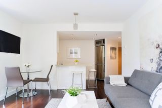 "Photo 8: 407 1500 HOWE Street in Vancouver: Yaletown Condo for sale in ""THE DISCOVERY"" (Vancouver West)  : MLS®# R2467509"