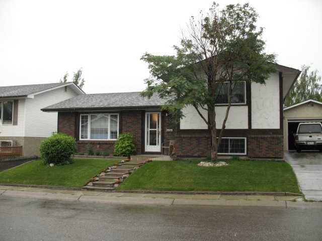 Main Photo: 252 LYSANDER Place SE in CALGARY: Lynnwood Riverglen Residential Detached Single Family for sale (Calgary)  : MLS®# C3530433