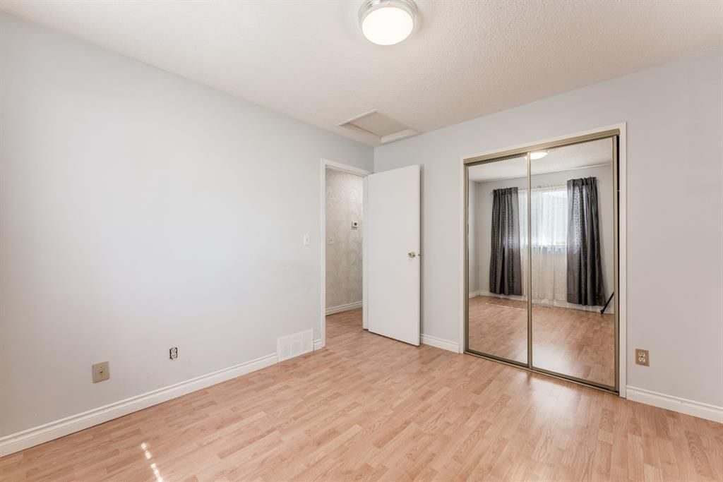 Photo 22: Photos: 534 QUEENSLAND Place SE in Calgary: Queensland Semi Detached for sale : MLS®# A1020359