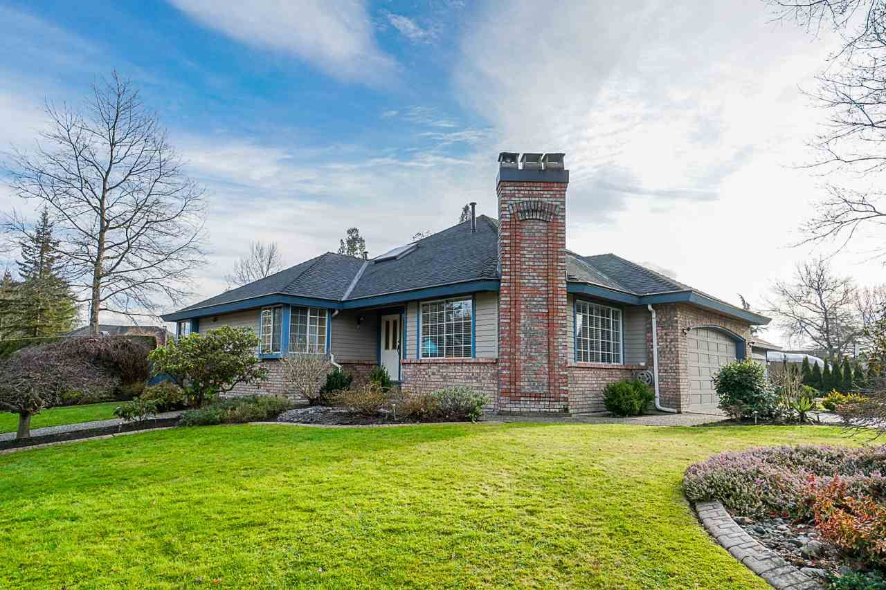 """Main Photo: 16604 ARBUTUS Place in Surrey: Fraser Heights House for sale in """"Glenwood Estates"""" (North Surrey)  : MLS®# R2427761"""
