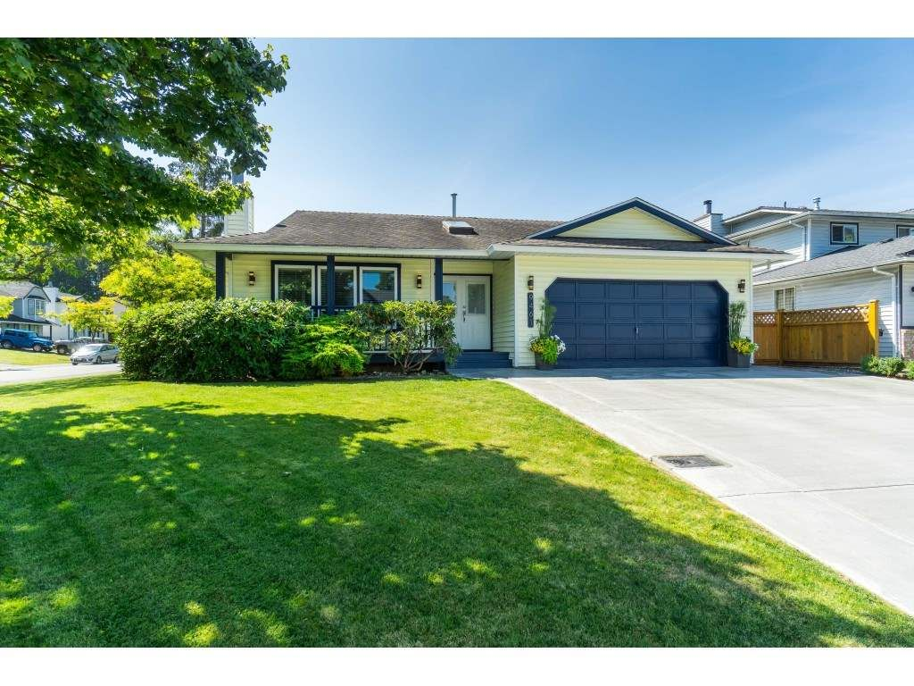 Main Photo: 9461 209B Crescent in Langley: Walnut Grove House for sale : MLS®# R2487558