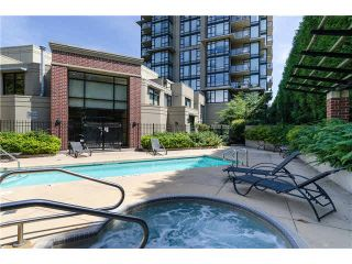 """Photo 18: 1903 11 E ROYAL Avenue in New Westminster: Fraserview NW Condo for sale in """"""""THE RESIDENCES OF VICTORIA HILL"""""""" : MLS®# R2354217"""
